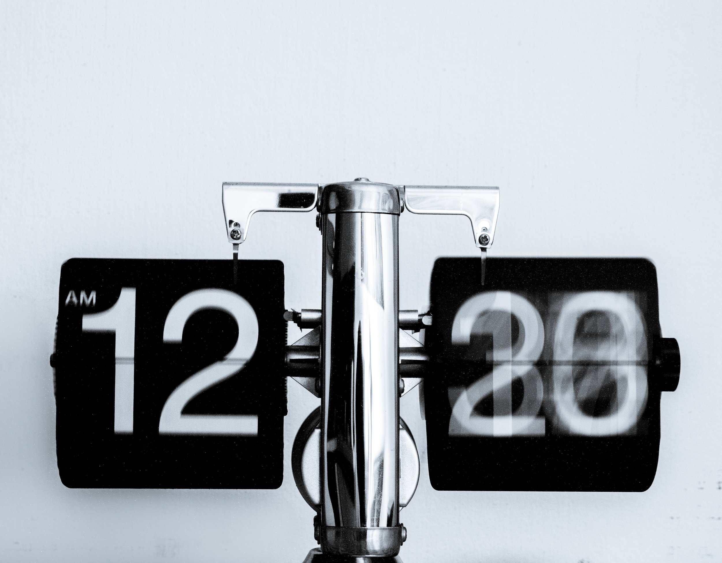 Read more about the article Survive the Spring Forward, Sanity Intact, With These 9 Simple Methods
