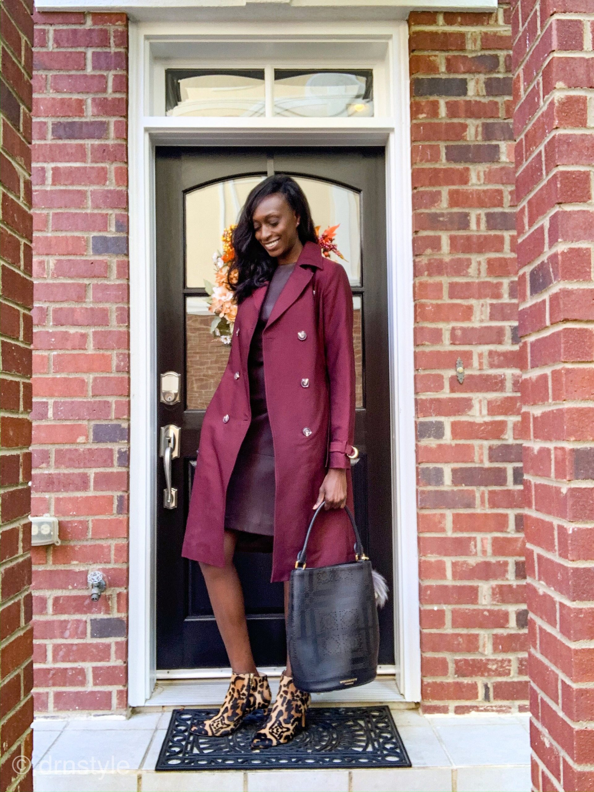 Read more about the article Chic Ways to Style Your Leather Dress