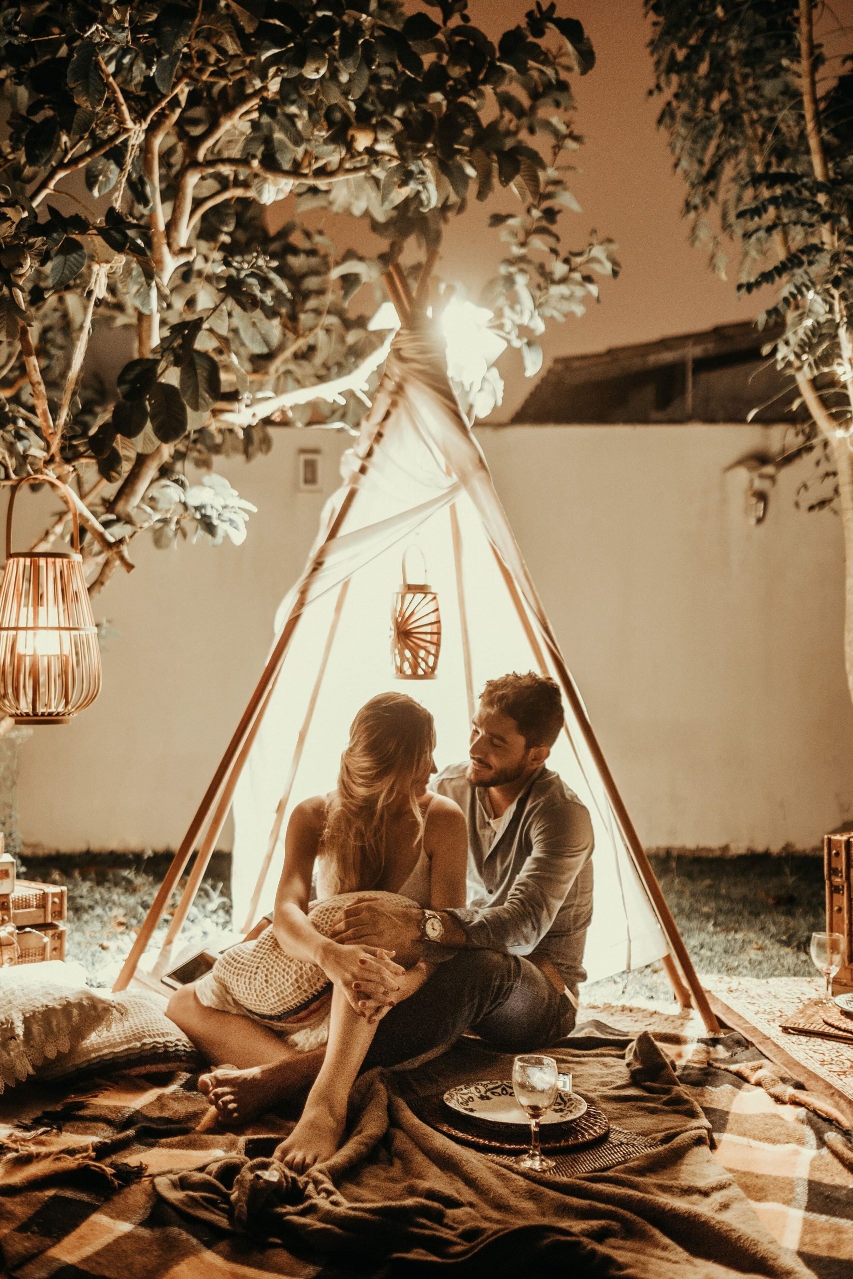 Read more about the article 29 Awesome Date Night Ideas for Valentine's Day (That Don't Include a Restaurant!)