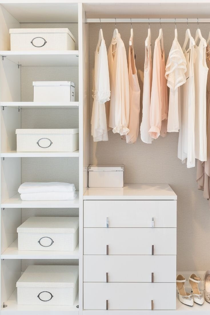 Read more about the article Clear the Clutter: How to Declutter Your Closet, Organize Your Clothes, and Keep Clutter At Bay