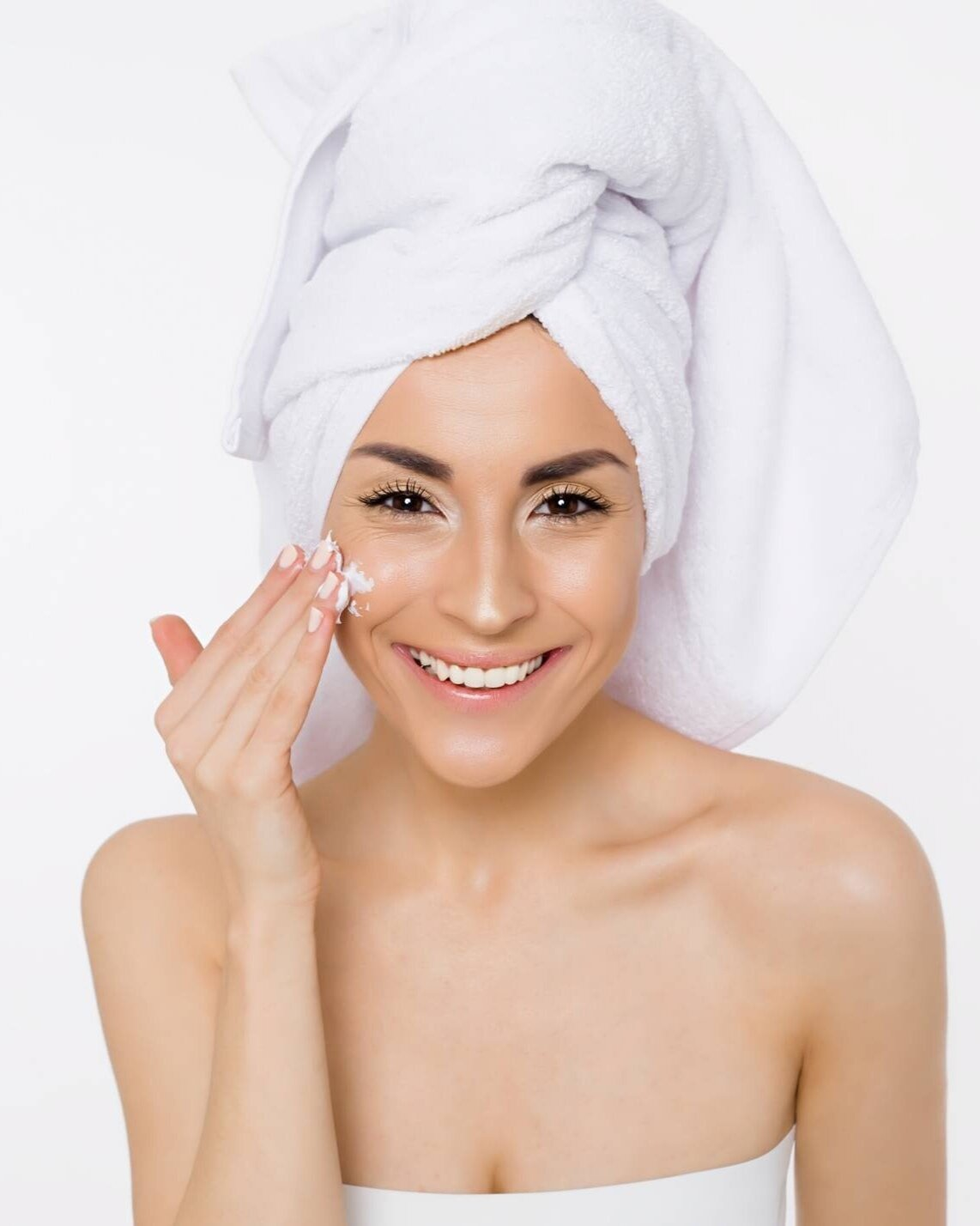 Read more about the article Winter Skincare Tips To Keep Your Face Glowing
