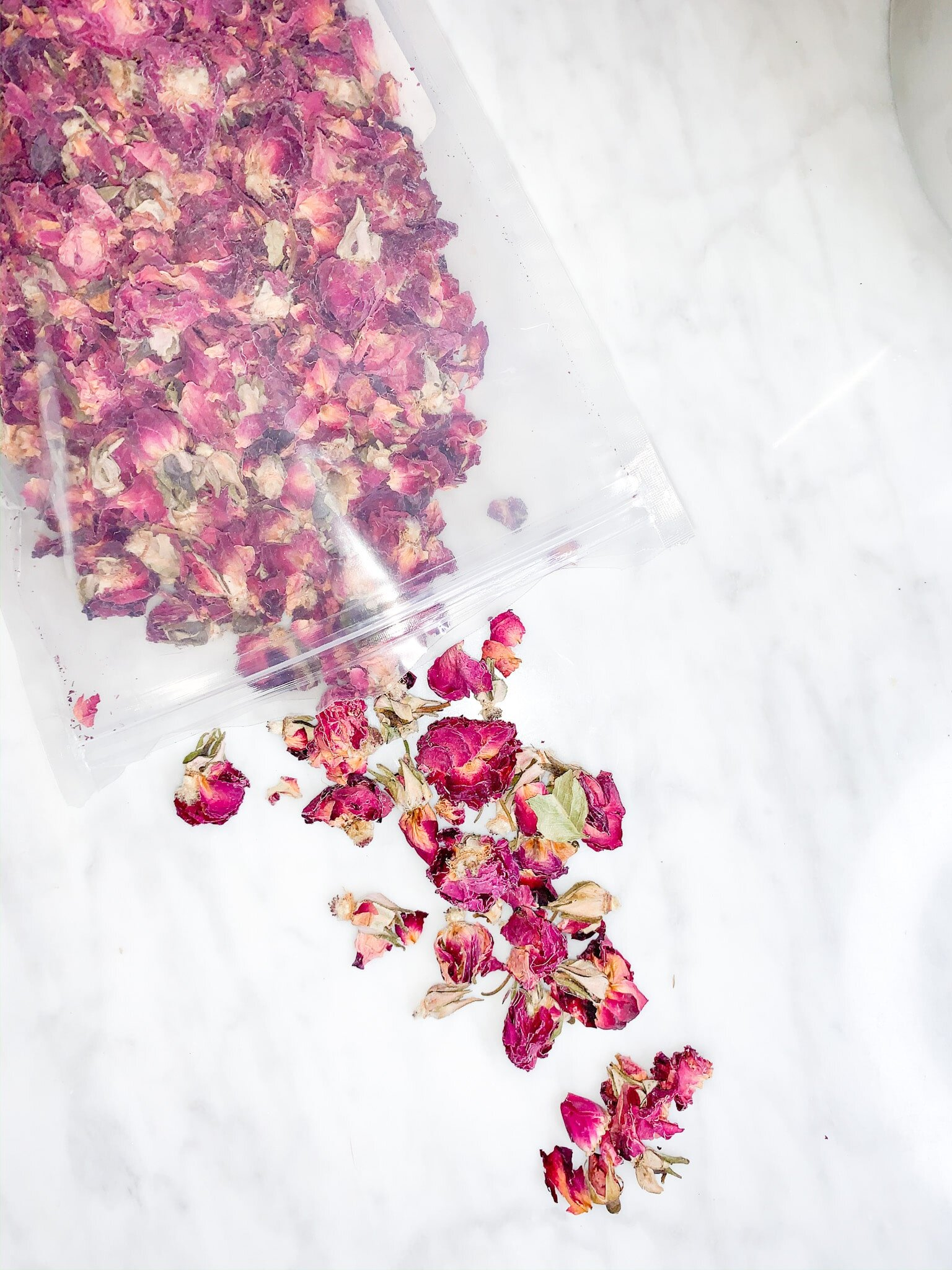Read more about the article Rose Petal Shortbread Cookies