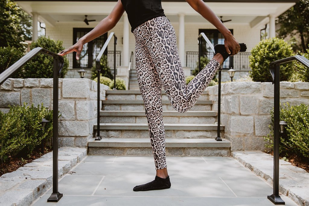 Read more about the article The Best Faux Leather Leggings for Long Legs